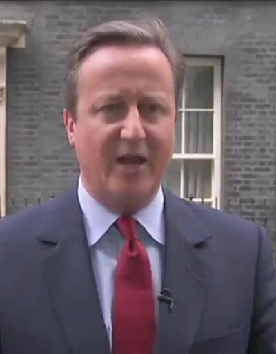 İngiltere Başbakanı Cameron, istifasından sonra şarkı söyledi