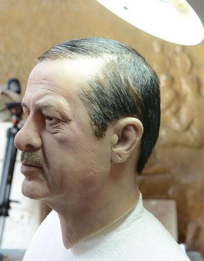 Gönüllülerden topladığı saç telleri ile Erdoğan büstü yaptı