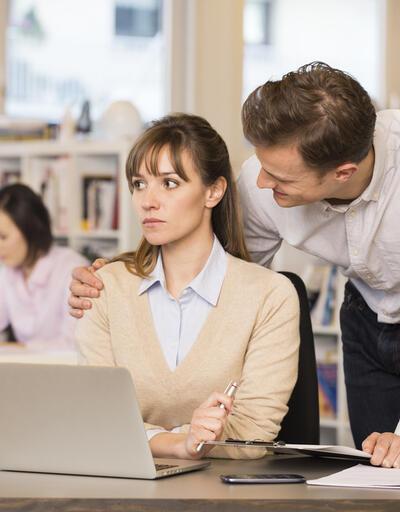 İngiltere'de iki kadın çalışandan biri işyerinde cinsel tacize uğruyor