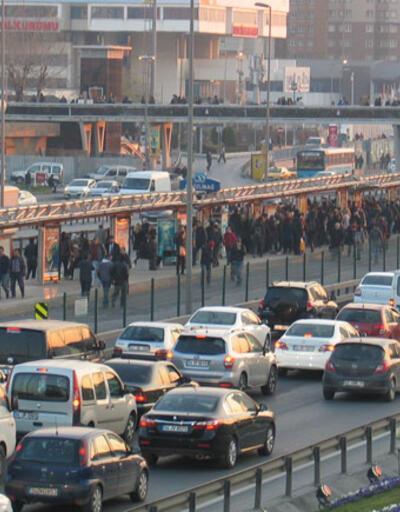 Metrobüs çalışması: İstanbul'da bazı yollar trafiğe kapanıyor