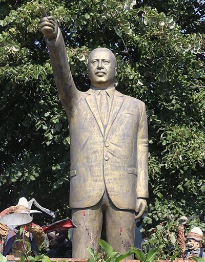 Cumhurbaşkanı Erdoğan'ın 4 metrelik heykeli elinde kaldı