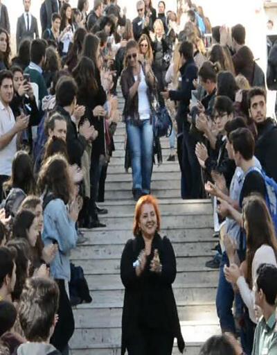 Kadıköy Anadolu Lisesi öğrencilerinden öğretmenlerine hüzünlü veda