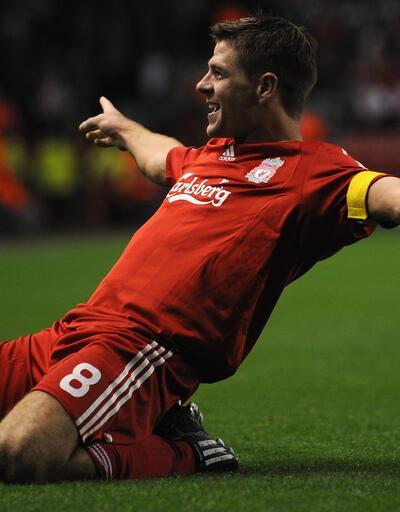 Steven Gerrard futbola veda etti