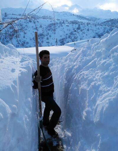 Konya'da kar kalınlığı insan boyunu aştı