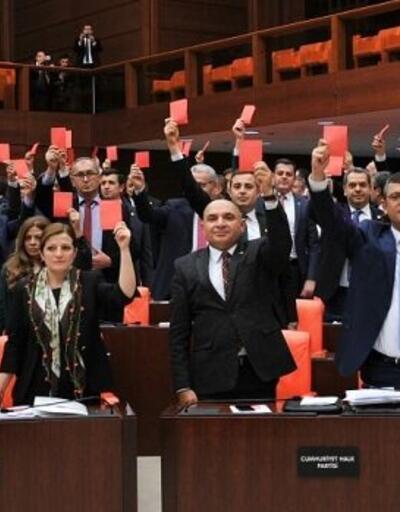 TBMM'de CHP'nin kırmızı eylemine AK Partililerden beyaz tepki