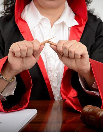 Kadın hakimden ret kararına 'feodal düzen' muhalefeti