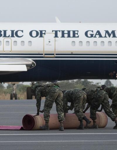 Gambiya'da OHAL krizi: Ülkeyi terk ediyorlar