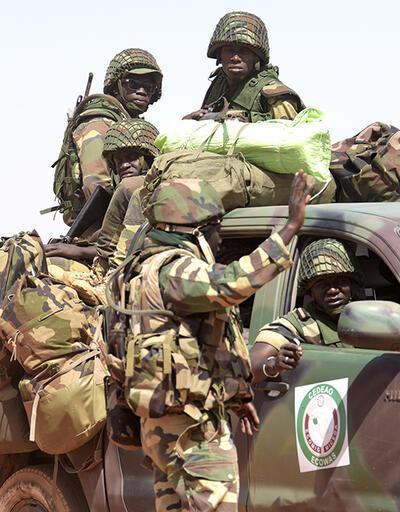 Gambiya'da koltuğu bırakmayan başkan Jammeh gidince dönecek