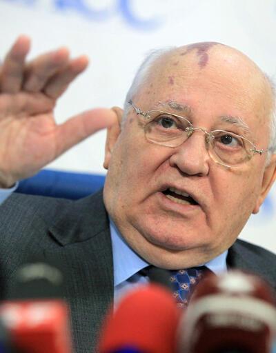 Gorbaçov uyardı: Dünya savaşa hazırlanıyor