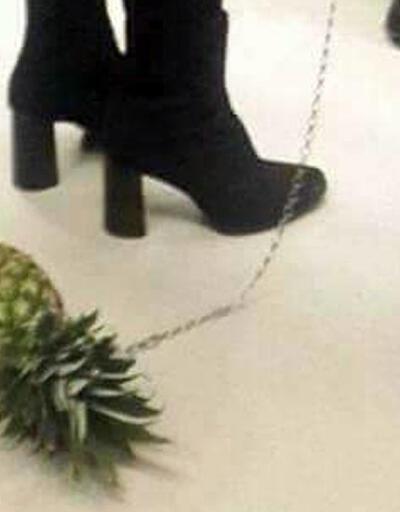 Metroda tasmayla ananas gezdiren kadın
