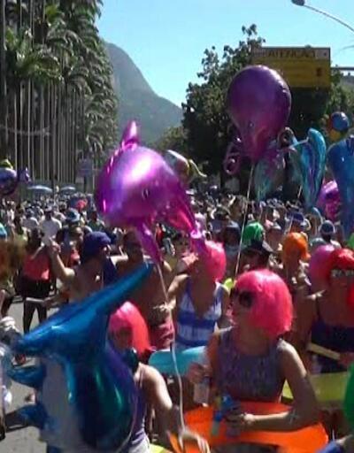 Bir yanda karnaval, diğer yanda protesto
