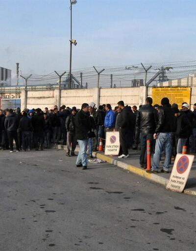 Erdemir taşeron işçilerini servislerine almadı, işçiler protesto etti