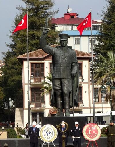 Atatürk heykeline horonlu açılış