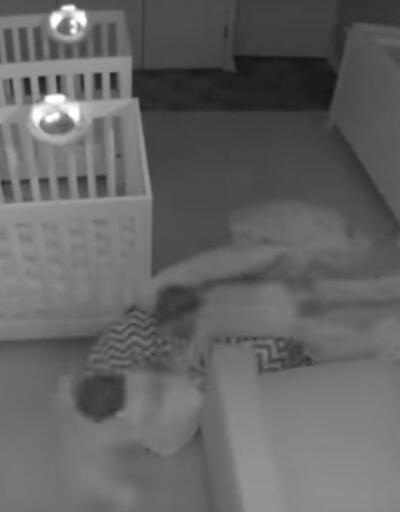 Bu ikizler ebeveynleri uyuduktan sonra beşiklerinden çıkıp keyif yapıyorlar