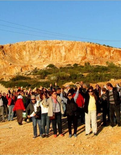 İzmir'in 'yavaş' unvanlı mahallesinde taş ocağı mücadelesi