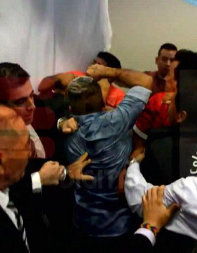 Arjantin Meclisi'nde yumruklar havada uçuştu