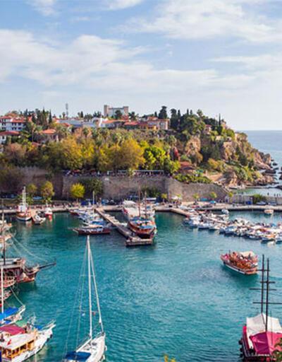 Antalya'da açık alanda alkol tüketilmesi yasaklandı