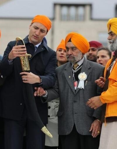 Kanada Başbakanı Justin Trudeau çorapla törene katıldı