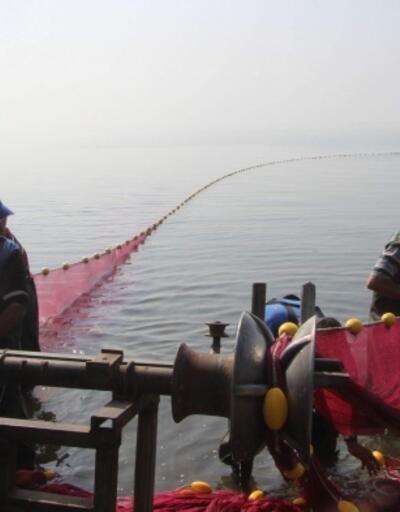 Bursa'nın 'gümüş' kaynayan İznik Gölü'nde av başladı