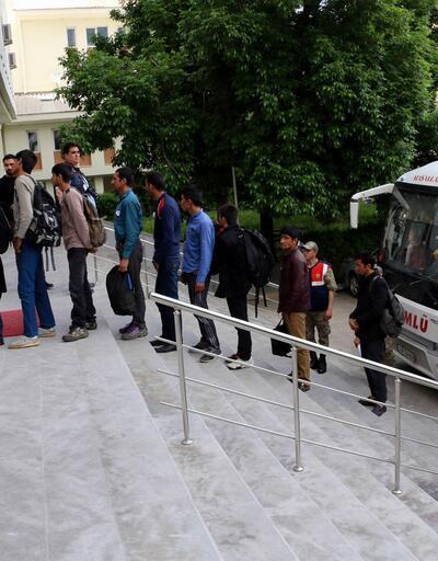 Erzincan'da otobüse sığdırılan yolcu sayısı şaşırttı