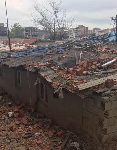 Fırtınada uçan tuğlalar gecekondunun çatısını çökertti