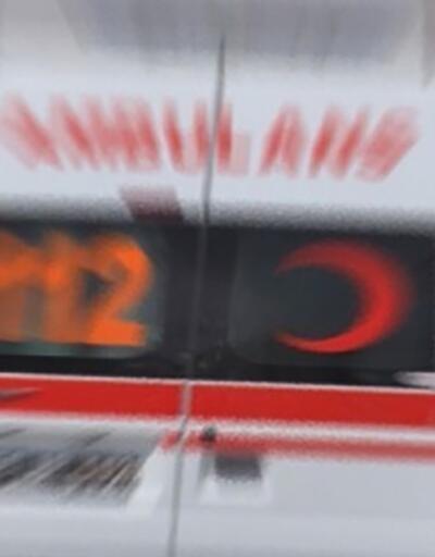 Polis aracı aydınlatma direğine çarptı: 1 yaralı