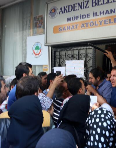 Suriyelilerin kimlik izdihamı