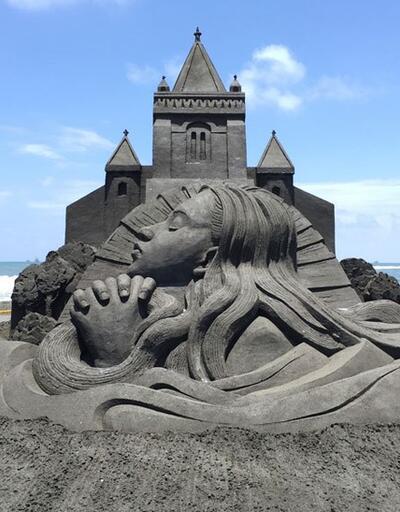 Japon sanatçı kumdan heykelleriyle büyülüyor