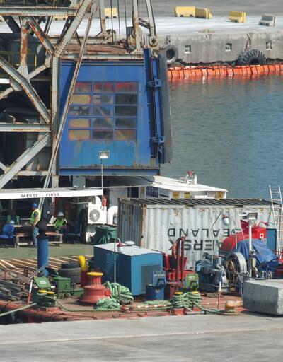 Balıkesir'de batan gemide yük boşaltma çalışmaları