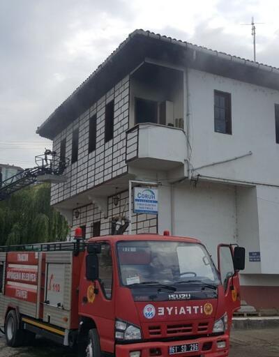 Trabzon'da bir vatandaş elektrik dağıtım şirketini ateşe verdi