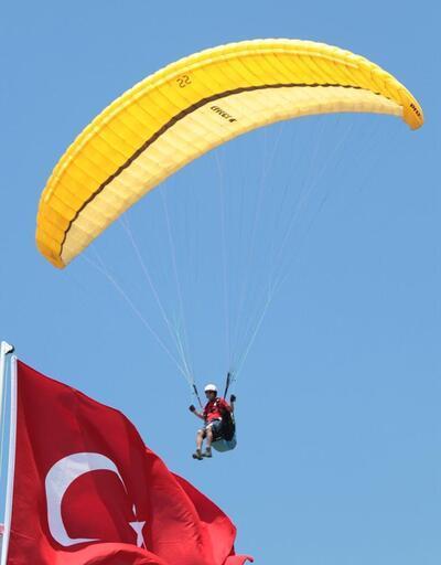 700 metre yukarıda: Yamaç paraşütü yarışması başladı