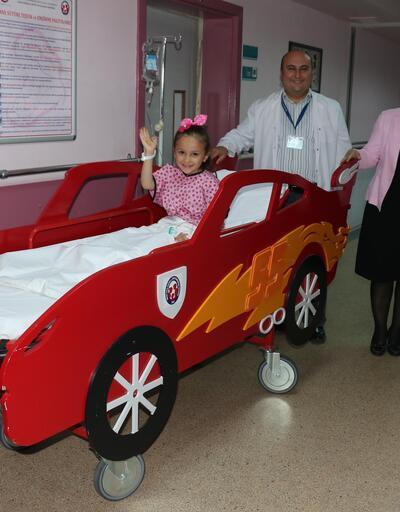 Ameliyattan korkan çocuklara 'otomobil sedye'