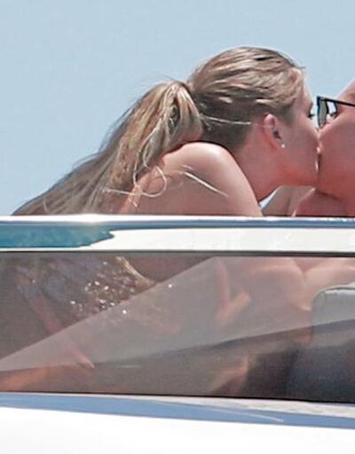 Ünlü futbolcu Ibiza'da kız arkadaşını aldatırken yakalandı