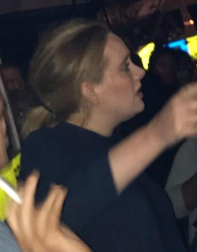 Adele Londra'daki yangın yerine gitti