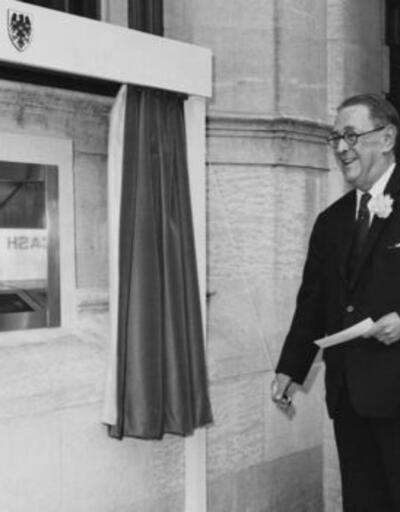 50 yıl önce bugün ilk defa ATM'den para çekildi