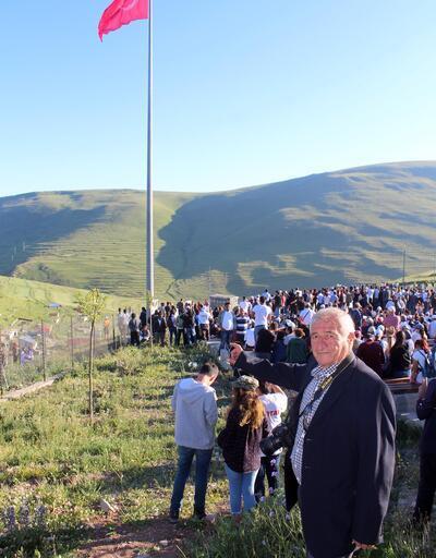 Atatürk'ün silueti İzmir Marşı'yla karşılandı