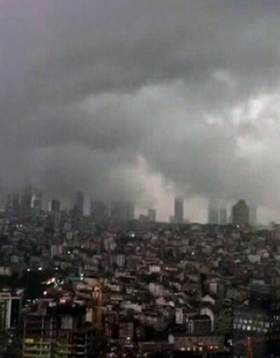'Süper hücre' bulutlarının İstanbul'u vurduğu ilk anlar