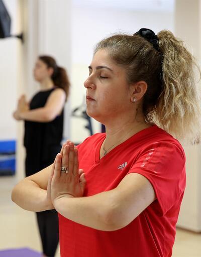 Parkinson'u bile yoga yaparak aşıyorlar