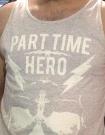 'Part time hero' tişörtü giyen kişi gözaltına alındı