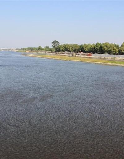 Meriç Nehri'nin debisi 'dibe' vurdu