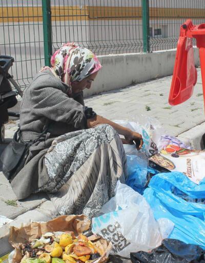 Kurban Bayramı'nda çöpte yemek aradı