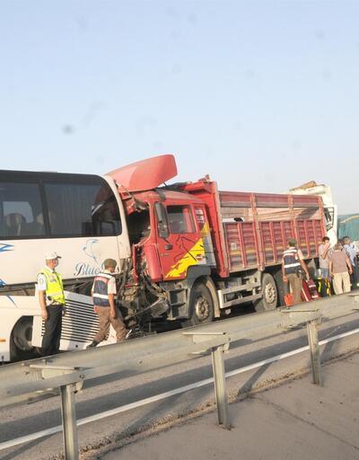 Anız yangını nedeniyle 14 araç birbirine girdi: 12 yaralı