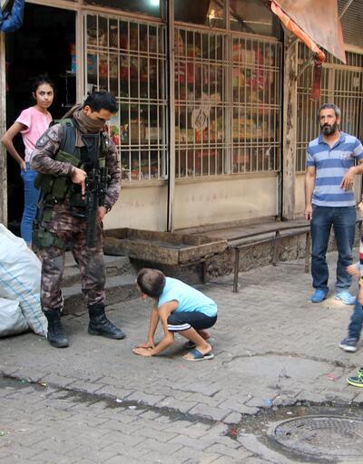 Son dakika... Diyarbakır'da evin bahçesine atılan cisim patladı!