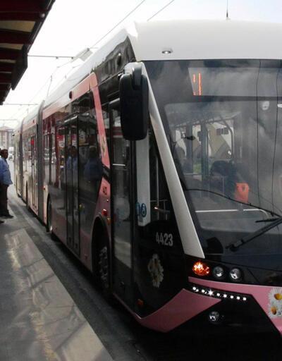 Pembe trambüs hizmete başladı, kadınlar ikiye ayrıldı