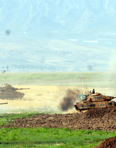 Tanklar sınırda gövde gösterisinde