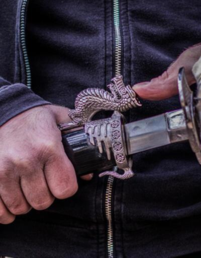 Çek senet mafyasına operasyonda 3 tane de kılıç ele geçirildi