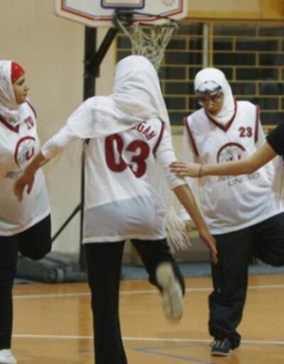 Suudi Arabistan'da bir ilk: Kadın basketbol turnuvası