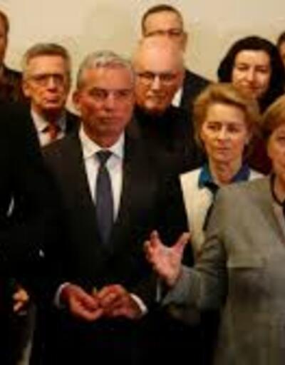 Merkel istifa mı ediyor?