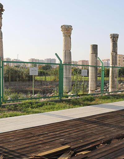 Mersin'deki sütunlu tarihi caddeyi dozer sokup yıktılar