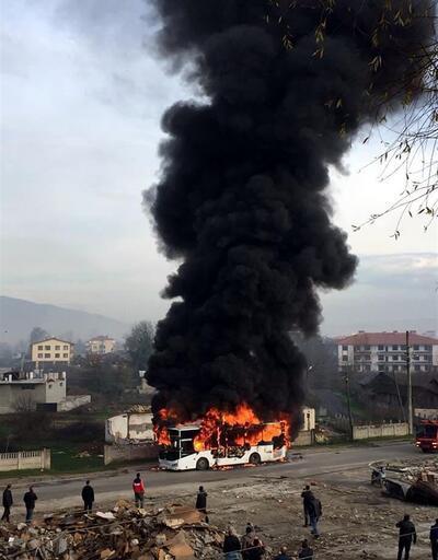 Halk otobüsü seyir halindeyken alev alıp küle döndü